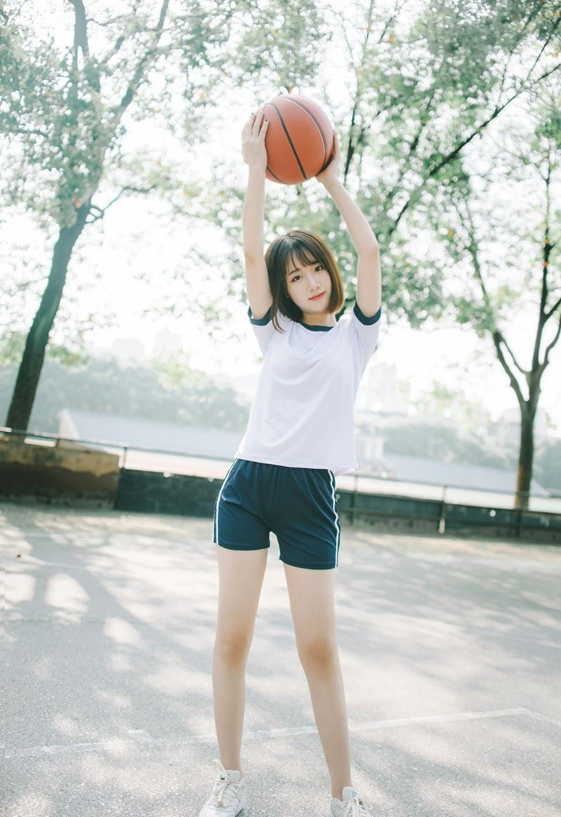 短发清纯美女篮球女孩体操服运动装户外写真图片
