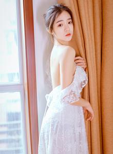 清新温婉白色蕾丝裸背长裙小清新女神唯美诱人写真图片