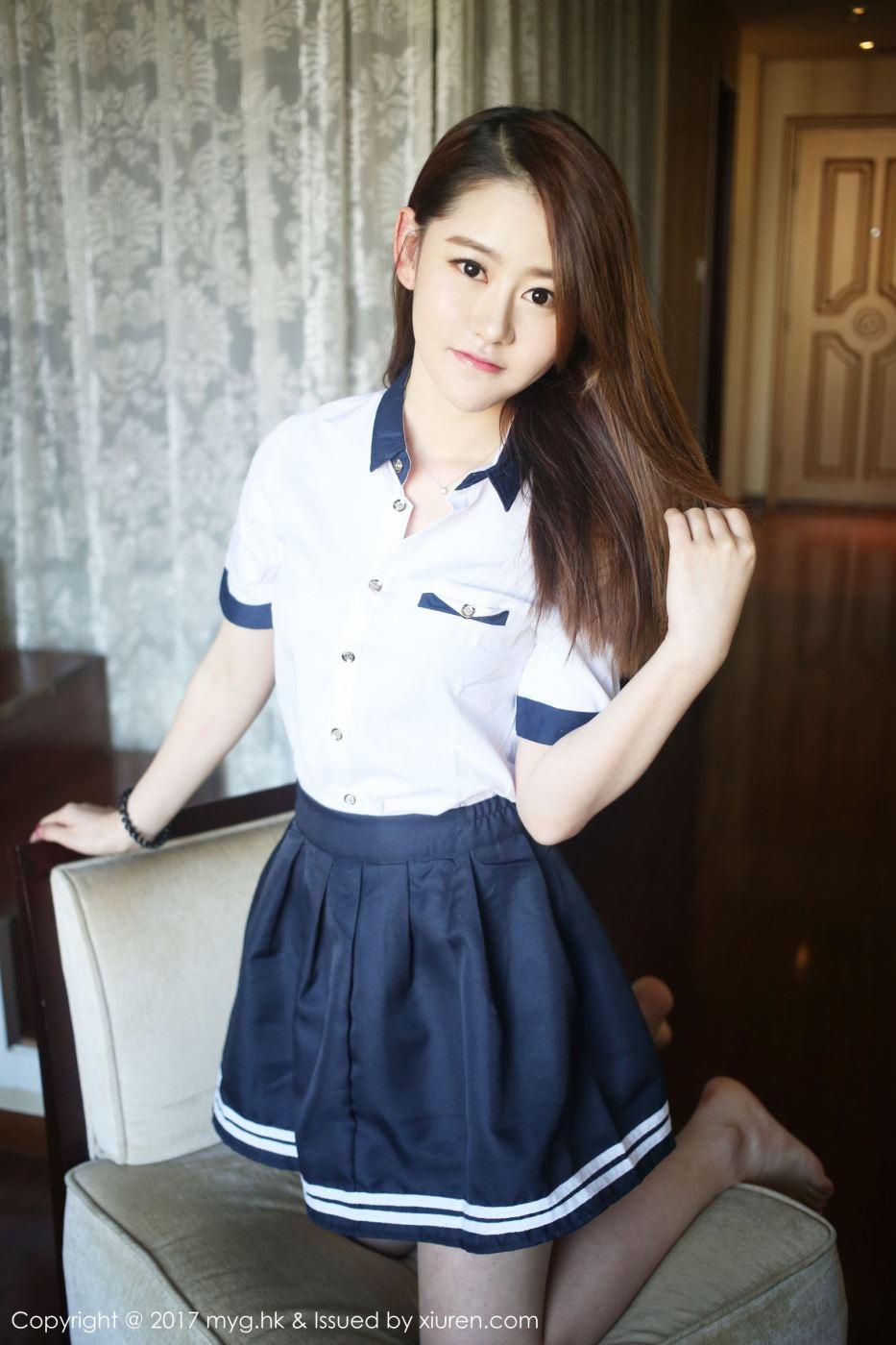 娇小可爱清纯萌妹子艾然Airan校服校花小短裙私房美女图片