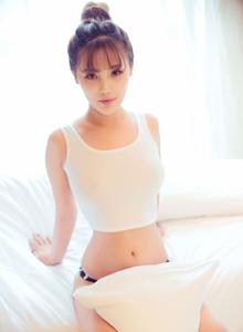 丸子头小清新美女萌妹子周予然白色超短背心酥胸诱人美女图片