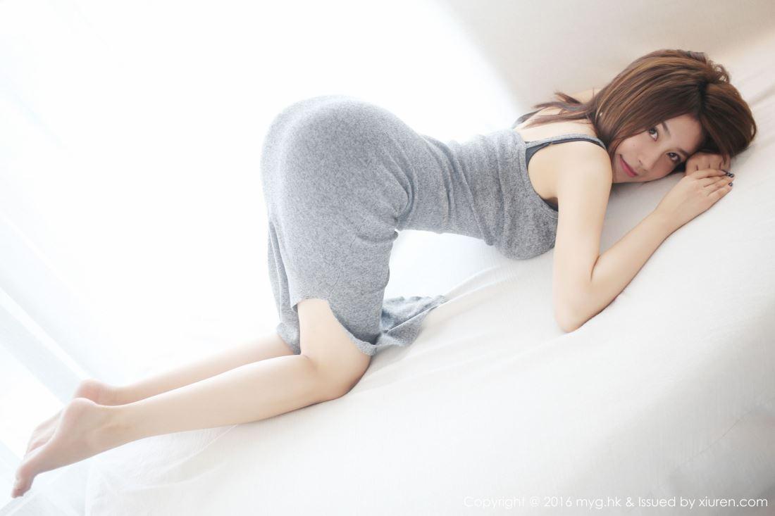 美媛馆嫩模许诺Sabrina黑丝大长腿美女高清私房写真集