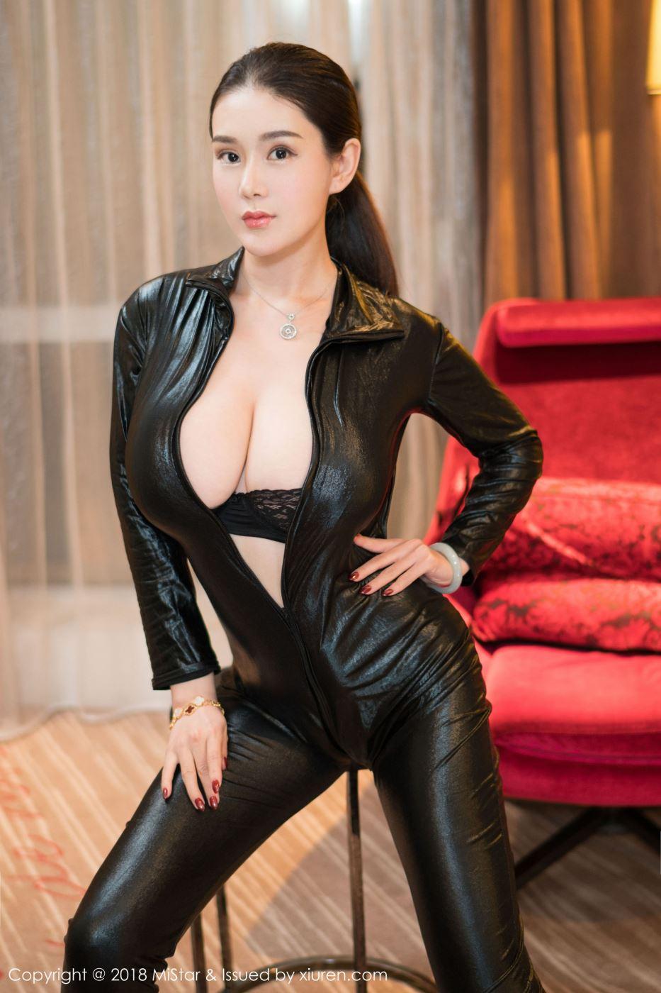 魅妍社尤物易阳Silvia大胸美女性感小皮衣主题系列写真