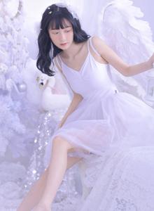 小清新甜美可爱萝莉吊带美女软妹子性感迷人写真图片