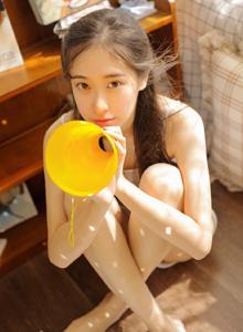 居家女友系列清纯小仙女酥胸诱人修长美腿美女写真图片