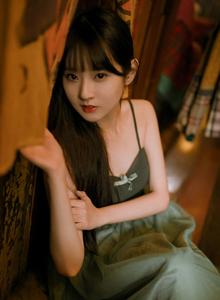 高冷范气质清纯美女吊带连衣裙小姐姐私房写真图片