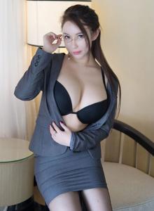 尤蜜薈性感女神尤妮絲秘書OL裝御姐黑絲誘惑裸足福利寫真