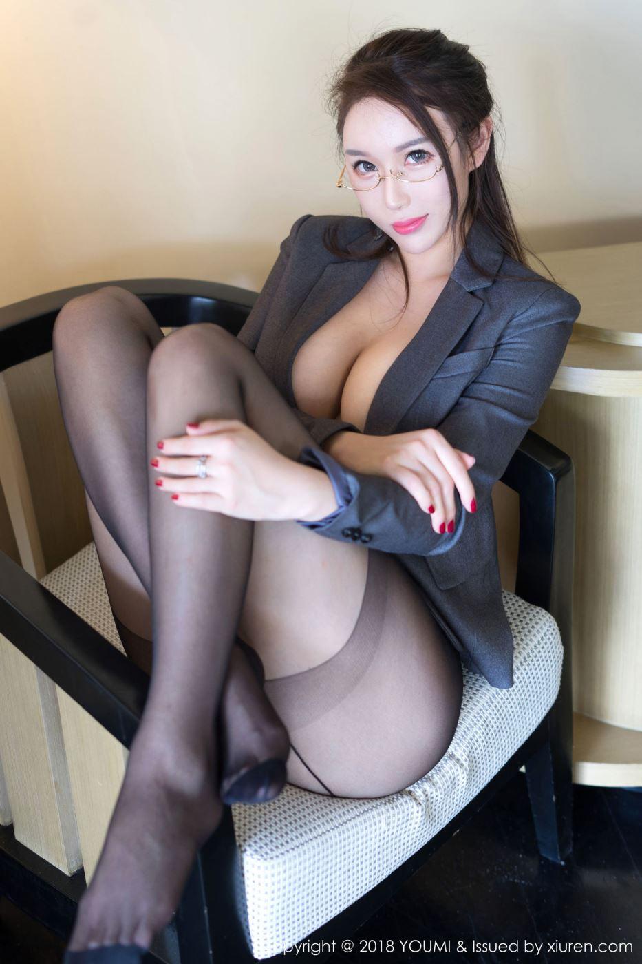 尤蜜荟性感女神尤妮丝秘书OL装眼镜娘黑丝诱惑裸足福利写真