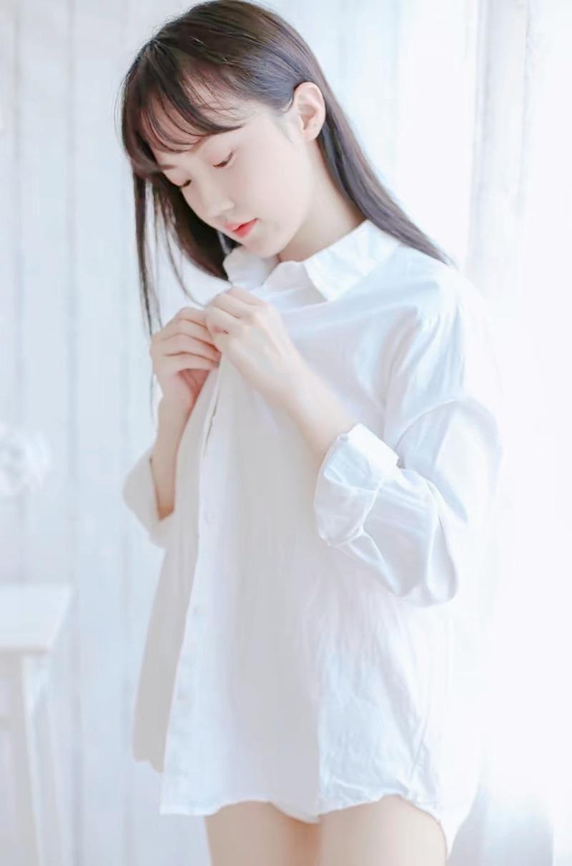 白衬衫小清新大眼睛素颜美女治愈系唯美写真图片