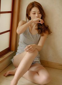 清纯性感美少女私房背心修长美腿诱人写真图片