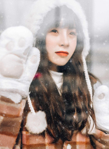 清纯小女生萌妹子冬日雪地户外甜美可爱美女小姐姐写真图片
