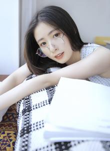 小清新女神校园美女文艺范眼镜小姐姐唯美写真图片