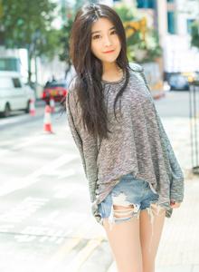 爱蜜社小清新女神许诺Sabrina长发美女街拍写真图片