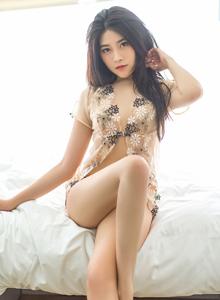 爱蜜社翘臀美女许诺Sabrina性感透视情趣内衣写真图片
