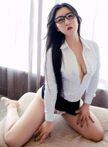 秀人网巨乳尤物MODEL伊若女秘白衬衫美女诱惑大尺度
