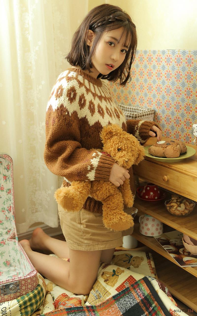 清纯短发美女可爱毛衣萌妹子私房高清写真图片