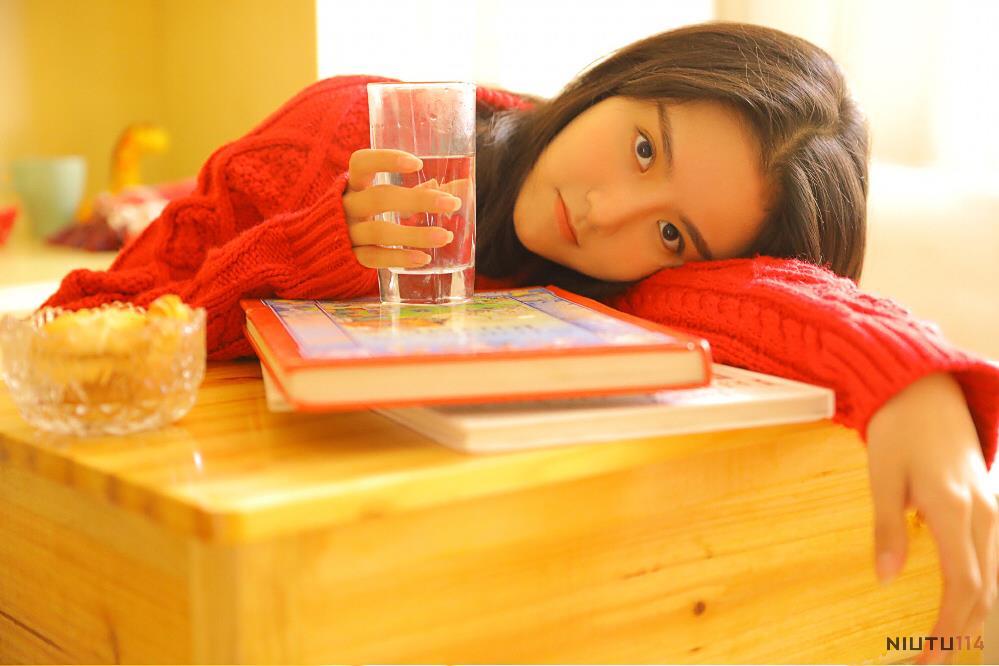 网红美女毛衣小仙女性感大长腿清纯美女私房写真图片