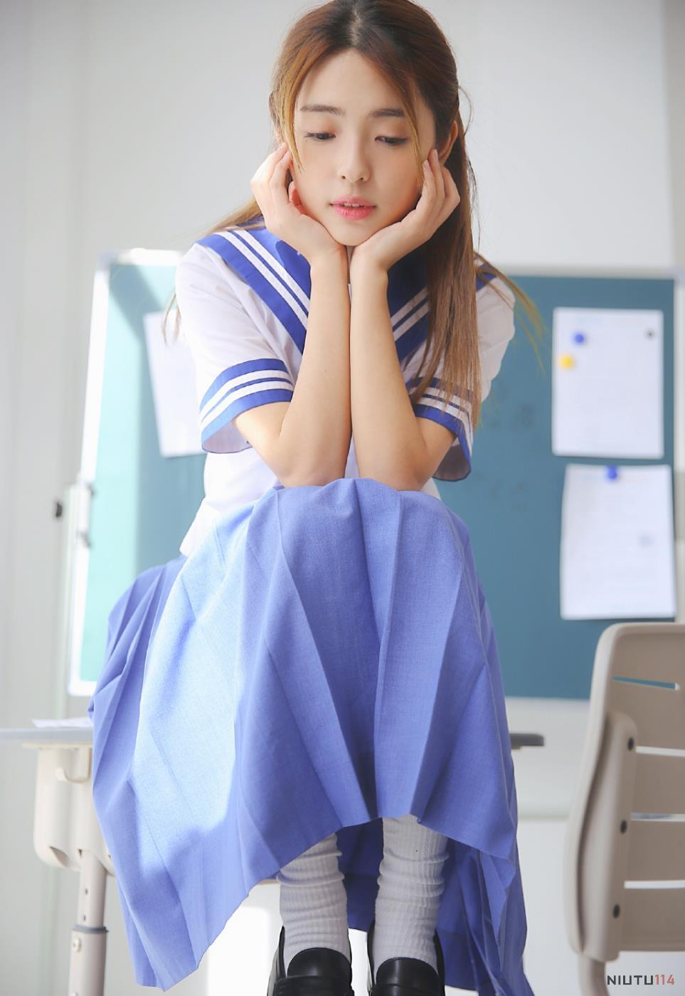 JK制服校花美女小姐姐教室清纯美拍写真图片