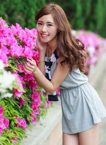 台湾美女嫩模郭珉妏Queenie清纯甜美长发美女街拍写真