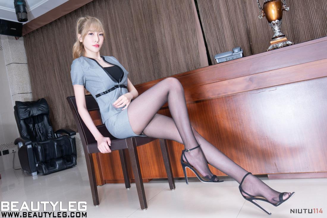 台湾腿模美女李小星Xin黑丝制服诱惑大长腿写真图片