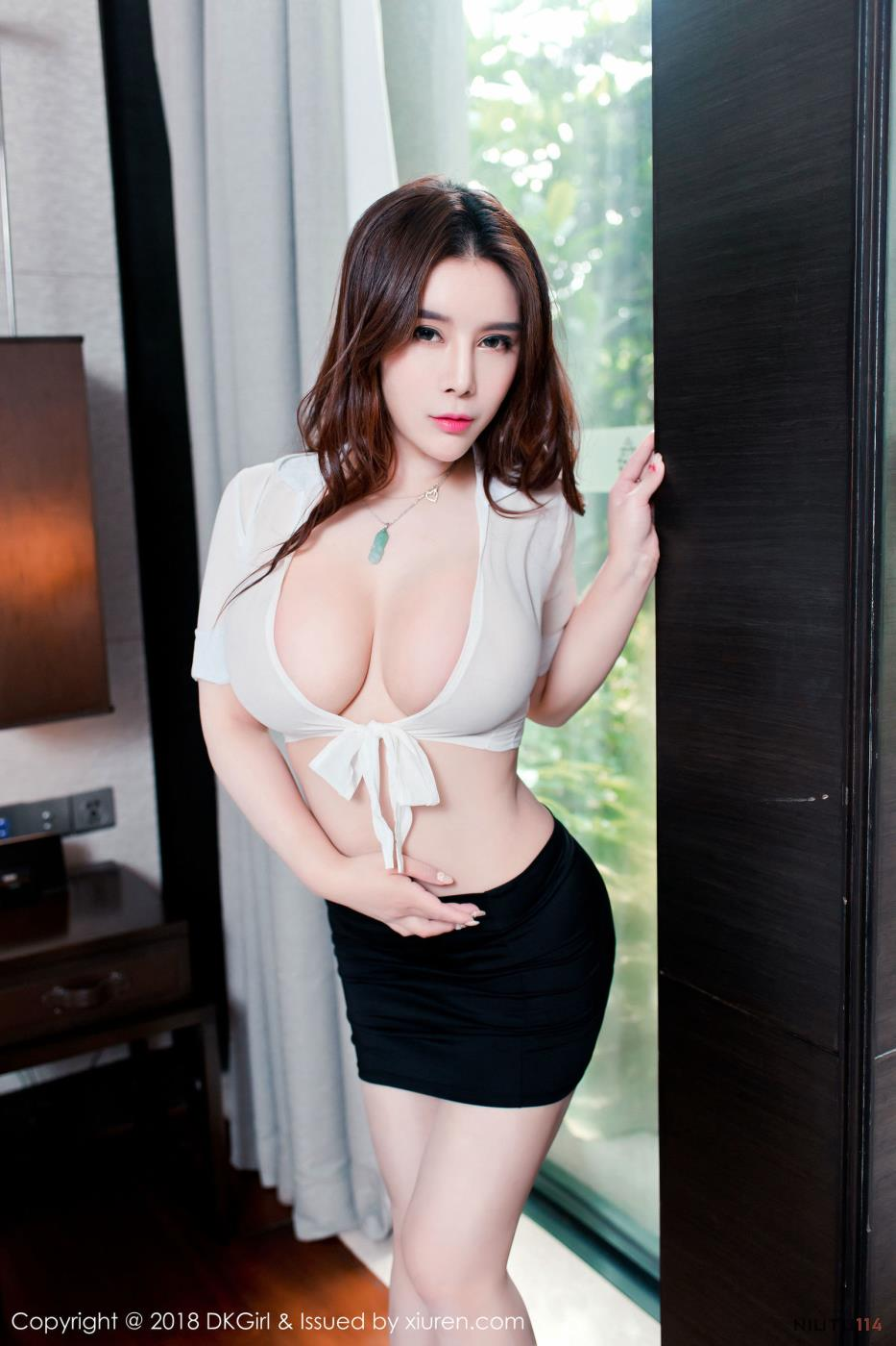御女郎丰乳肥臀性感美女雪千寻白衬衫爆乳大尺度写真图片