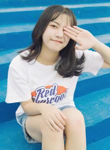 大学校花美女甜美可爱小仙女白色T恤高清写真图片
