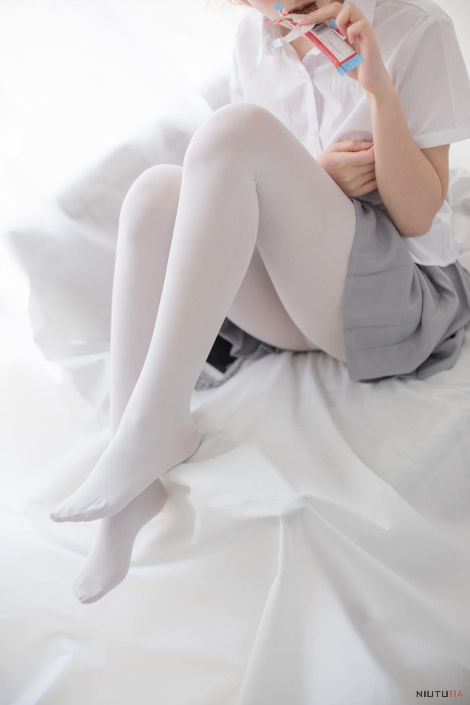 森萝财团白丝学生妹JK制服超短裙性感少女裸足写真图片