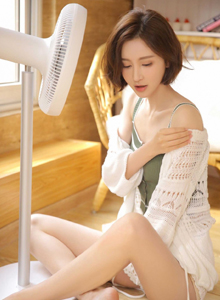性感短发美女小吊带衣居家女友系列清纯妹子写真图片