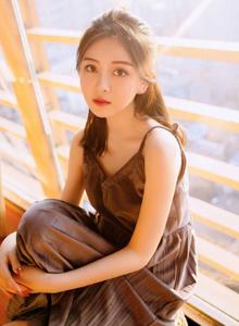 香肩裸露吊带连衣裙清纯美女治愈系个人艺术摄影写真