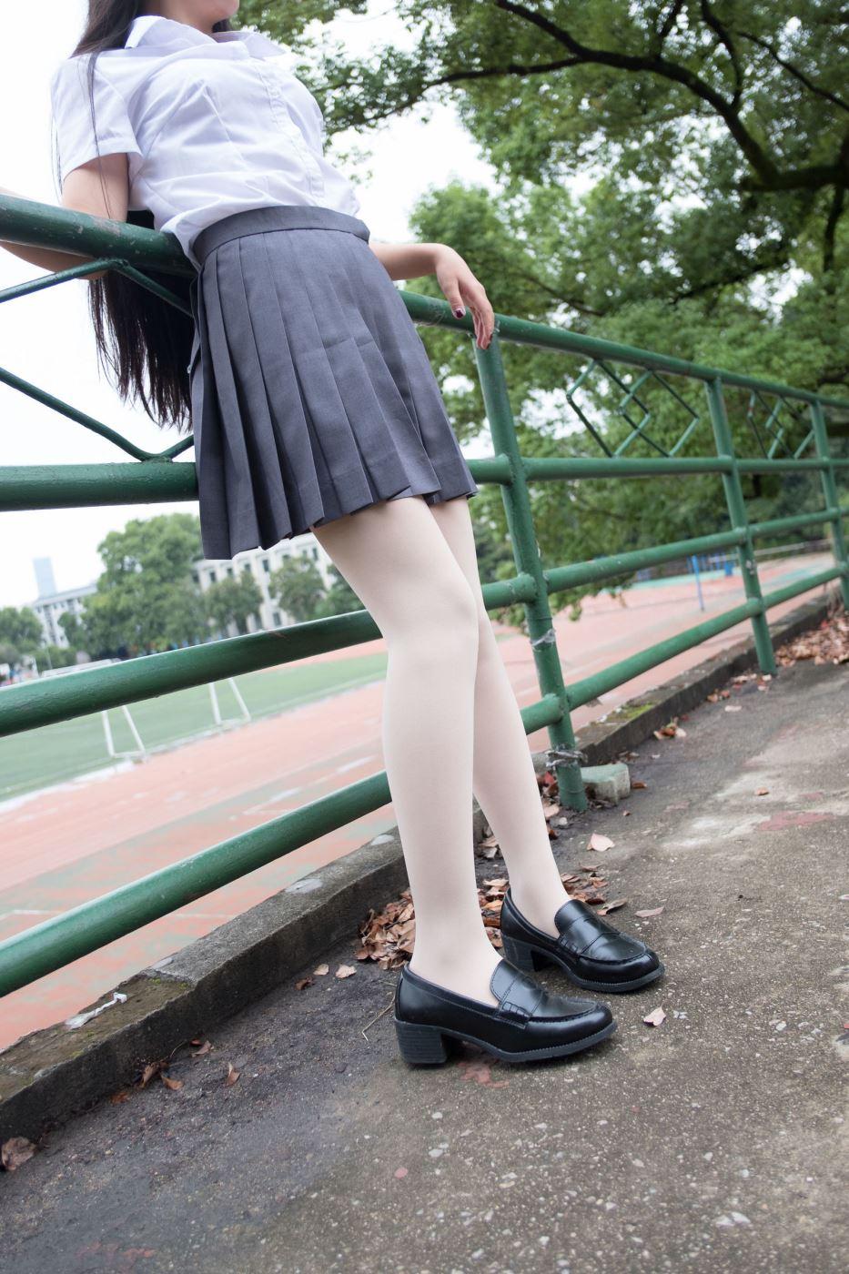 森萝财团性感小仙女白衬衣诱惑肉色丝袜美腿诱惑写真套图