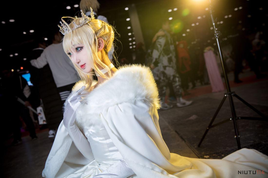 阿尔托莉雅saber女王婚纱Cosplay漫展美女图片