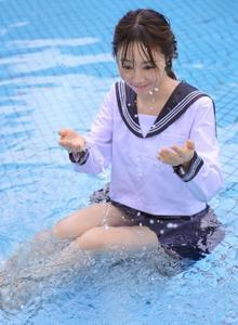 小清新JK制服校花美女泳池湿身诱惑高清美女图片