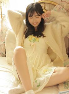 长发美女萝莉甜美可爱居家睡衣治愈系美女图片