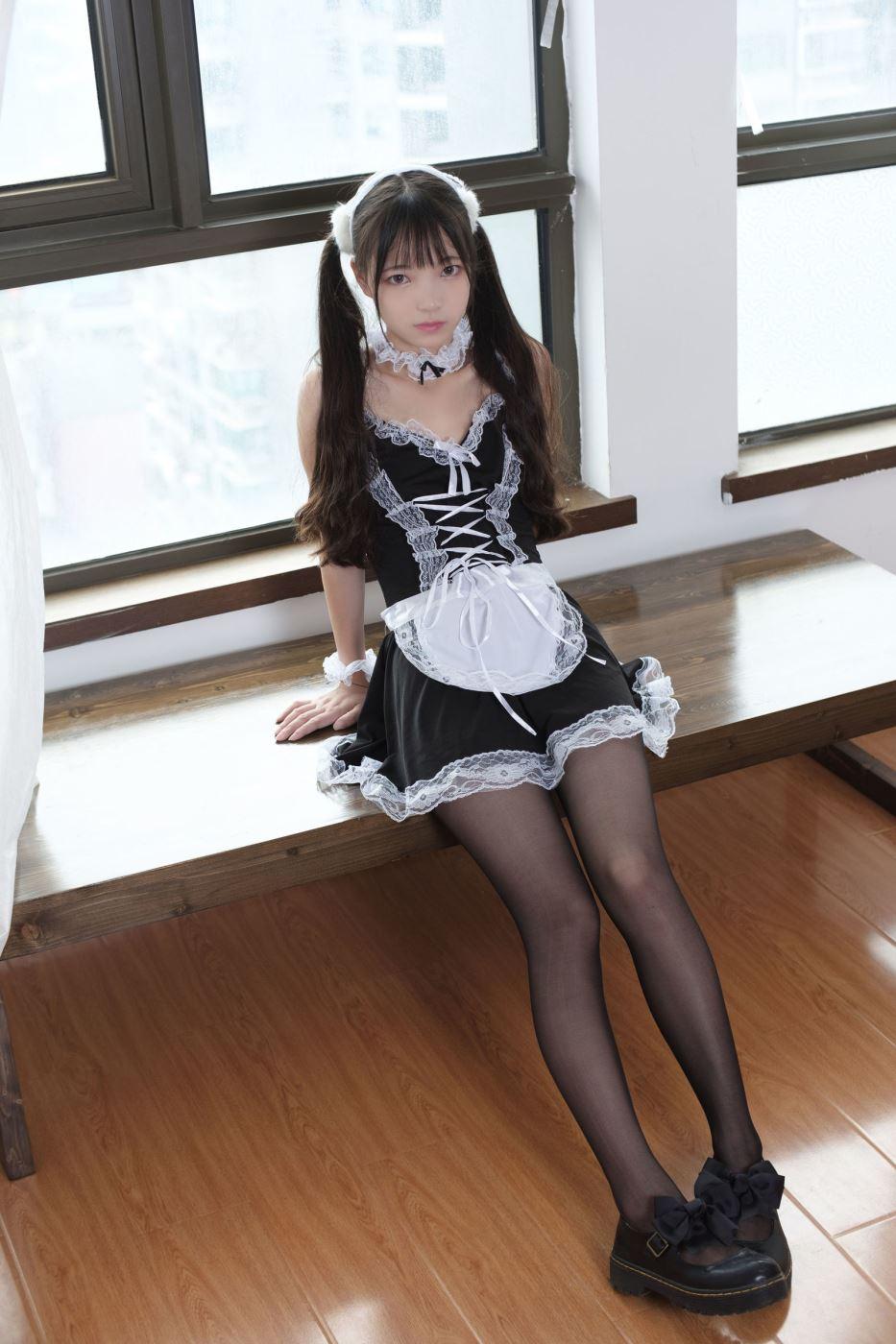 森萝财团性感女仆美女黑丝大长腿萝莉丝袜诱惑私房照