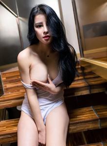 性感吊带背心身材火辣美女图片 御女郎叶佳颐写真套图