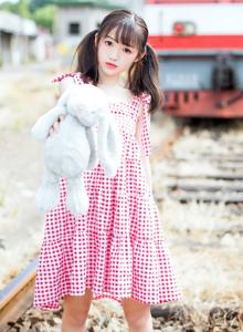 网红少女双马尾美女粉红格子裙小清新美女唯美图片