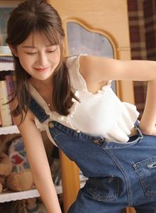 牛仔背带裤清纯美女居家女友系列甜美可爱少女系写真图片