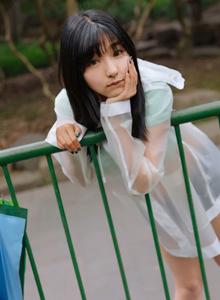 激萌文化微博红人可爱小萝莉周闻雨衣美女图片
