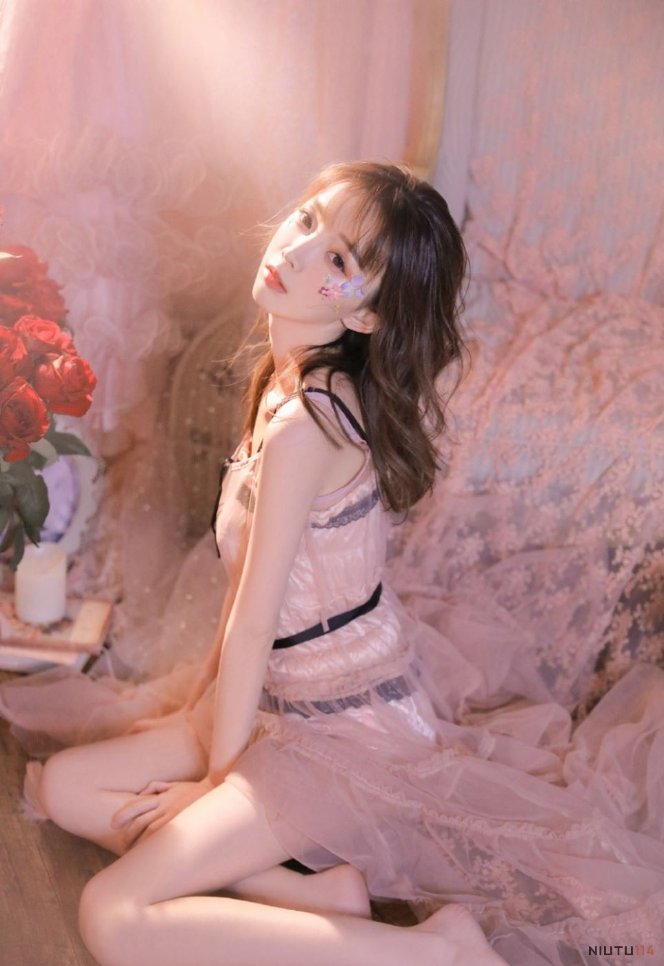 火辣身材粉红蕾丝美女模特性感美女图片唯美写真