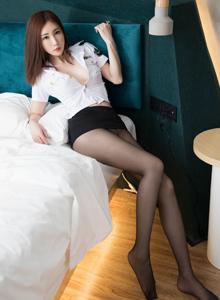 性感美女黑丝制服诱惑 花漾孙梦瑶大长腿写真图片