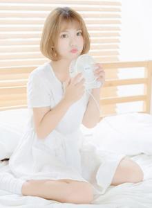 短发少女白色连衣裙治愈系清纯美女高清写真图片大全