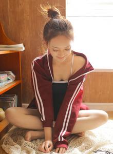 学生妹酥胸美女红色校服运动装丸子头美少女私房写真照