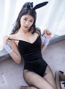 星乐园酸酱兔身材火辣演绎黑丝美腿与美臀诱惑私房写真图