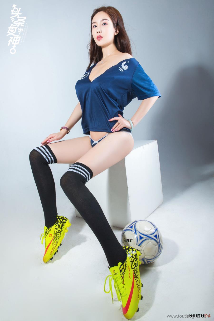 性感美女足球宝贝易阳Silvia黑丝诱惑修长美腿写真图片