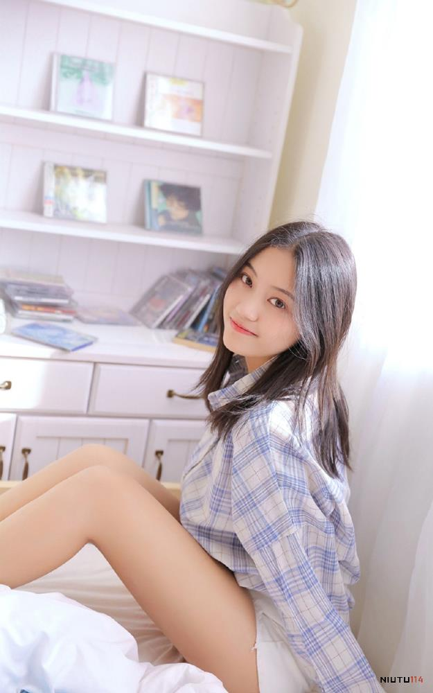 格子衫气质长发清纯美女热辣大长腿治愈系唯美写真图片