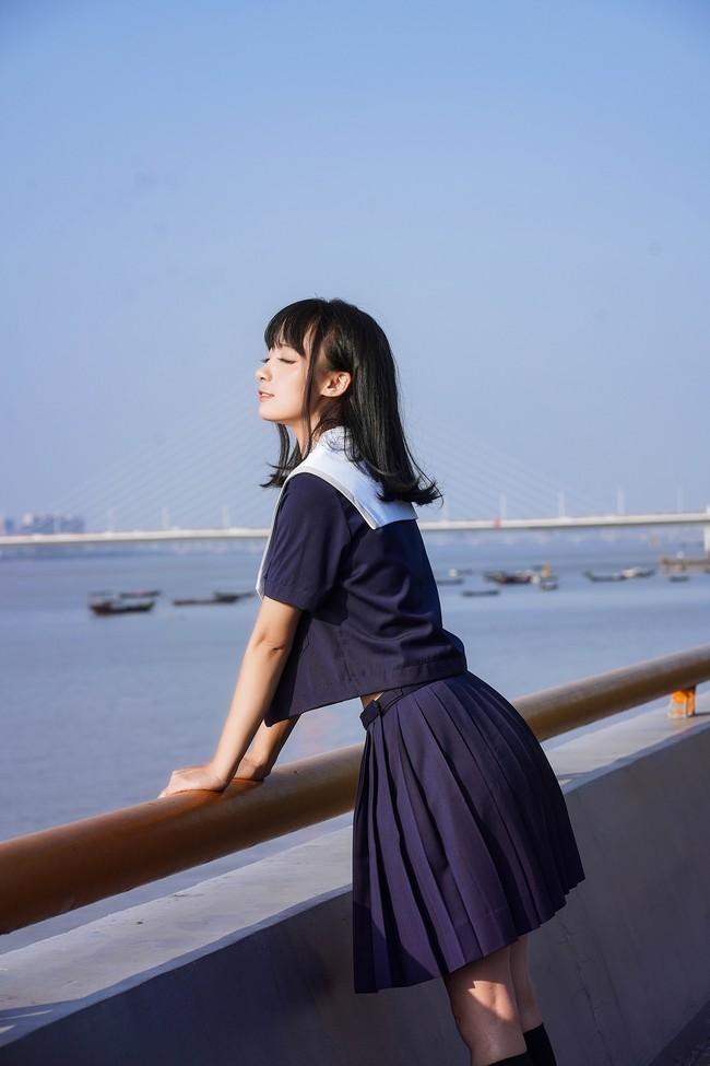 二次元JK制服江边约拍美女摄影写真图片
