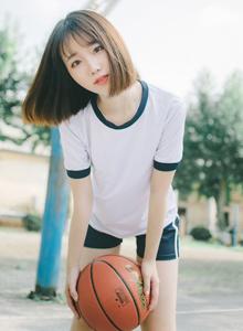 白色体操服长腿美女运动系清纯美女性感户外写真图片