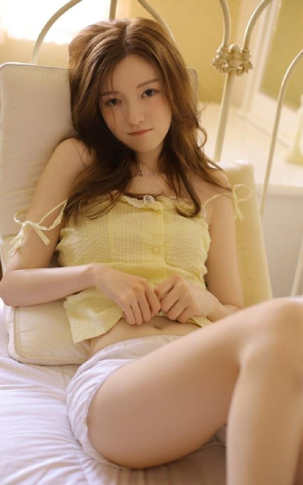 楚楚动人白嫩美女连衣裙小清新性感美女私房写真图片