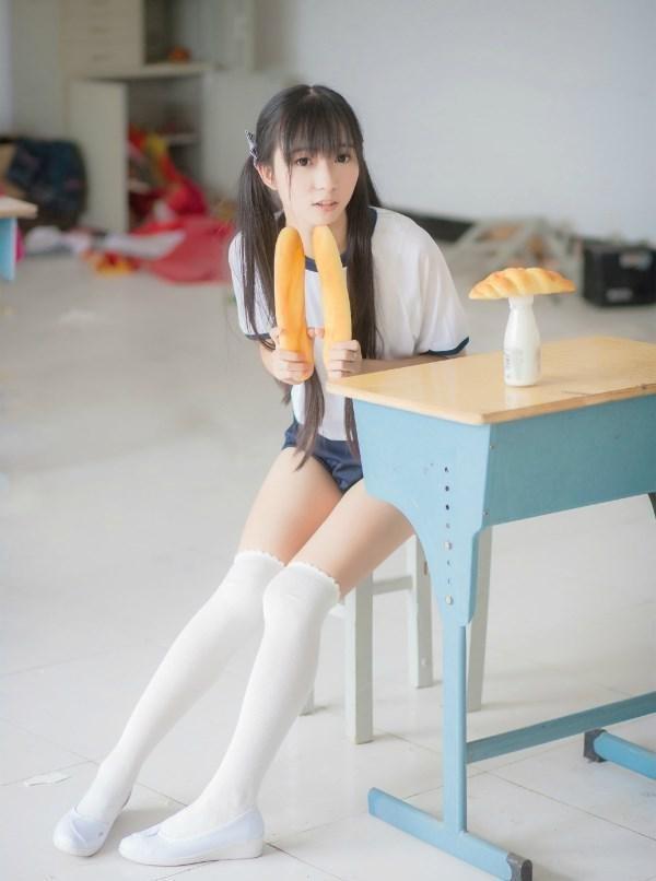 气质美女小清新少女酥胸吊带居家白衬衫美女私房写真图片