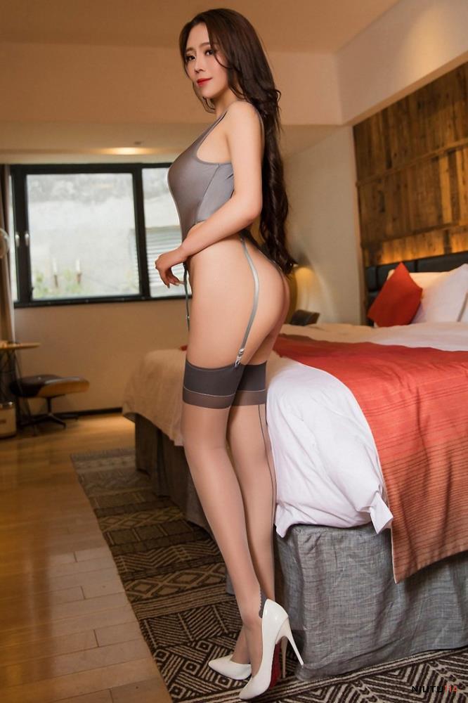 职场丽人Miki兔 OL肉丝袜性感翘臀美女丝袜诱惑大尺度私房照