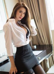 秀人网陈良玲黑丝长腿演绎办公室女秘书OL制服御姐写真
